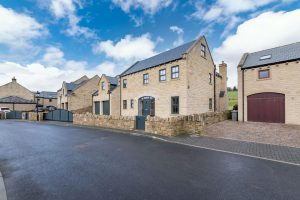 Gledhill, Whitley Willows, Huddersfield, HD8 0GD (SOLD SUBJECT TO CONTRACT)